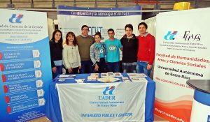 Participación en Feria de Carreras del Instituto Becario